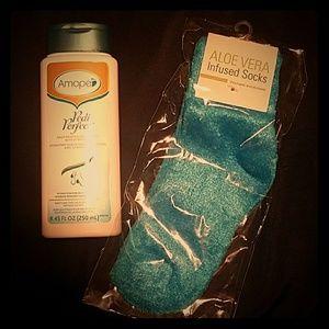 Amope Pedi Perfect Lotion and Aloe socks